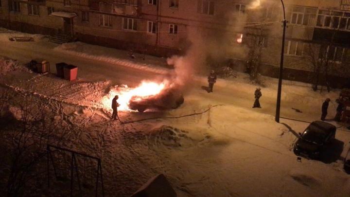 В Новодвинске ночью горел «Шевроле-Кобальт»