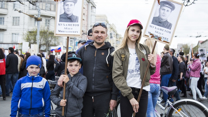 «Дед Берлин брал»: челябинцы прошли «Бессмертным полком» с портретами фронтовиков