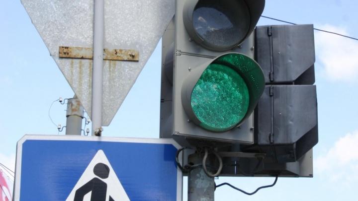 Поломка светофора спровоцировала пробку на оживлённой магистрали Челябинска