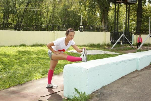 Пермячка Татьяна Мокрушина показала нам несколько упражнений, которые помогут бегунам разогреться