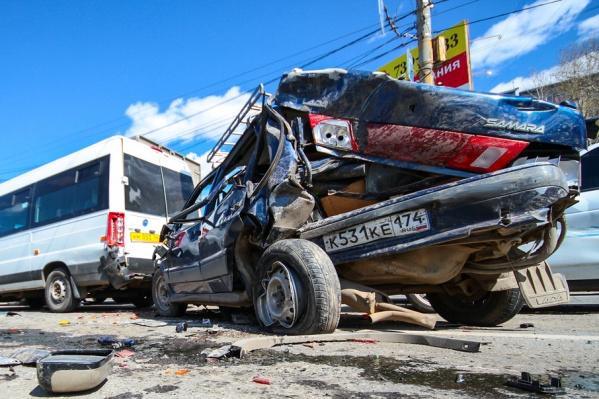 На месте аварии образовалась большая пробка