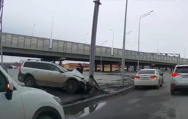 Пьяный водитель врезался в ограждение на кольце Мельникайте – Федюнинского