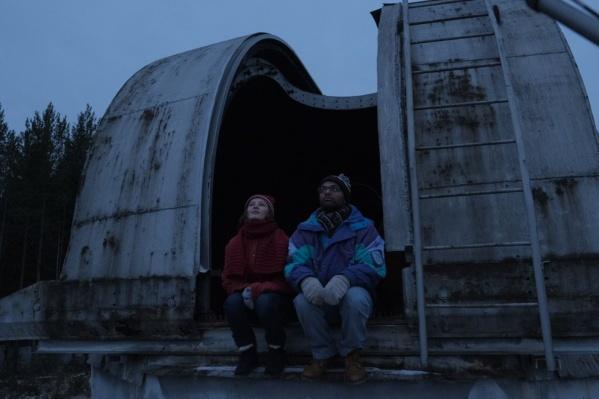 """На фото главный герой, кубинец Иван,и его подруга – её роль исполняет актриса """"Коляда-театра"""""""