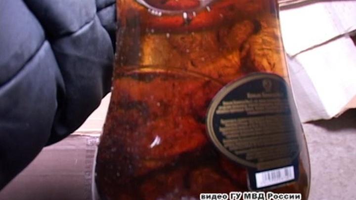 Элитный коньяк с мутным осадком: в Перми конфисковали девять тысяч бутылок паленого алкоголя