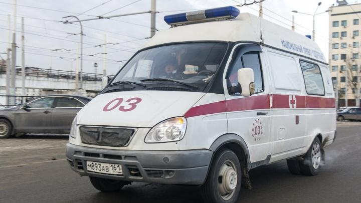 В центре Ростова с четвертого этажа выпала женщина