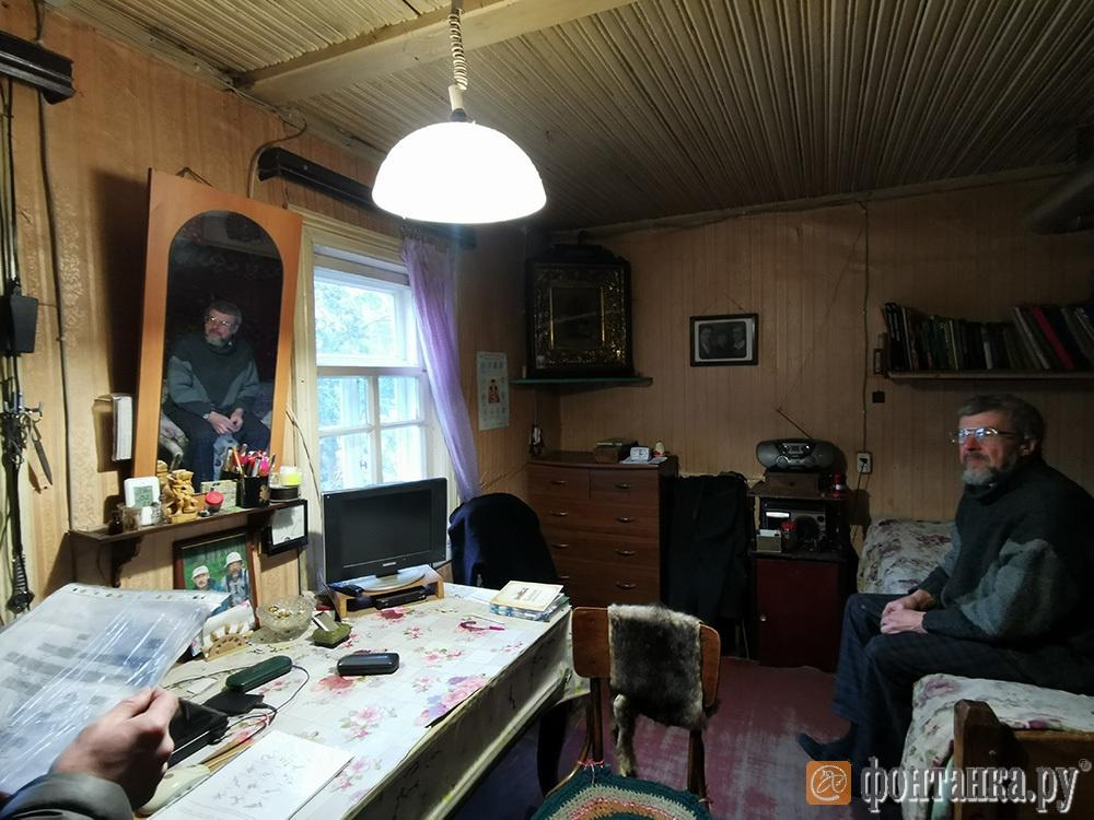 Евгений Платонов в своем доме