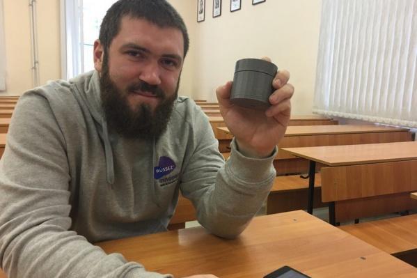 <p>25-летний аспирант БашГУ Николай Патрушев и его изобретение</p>