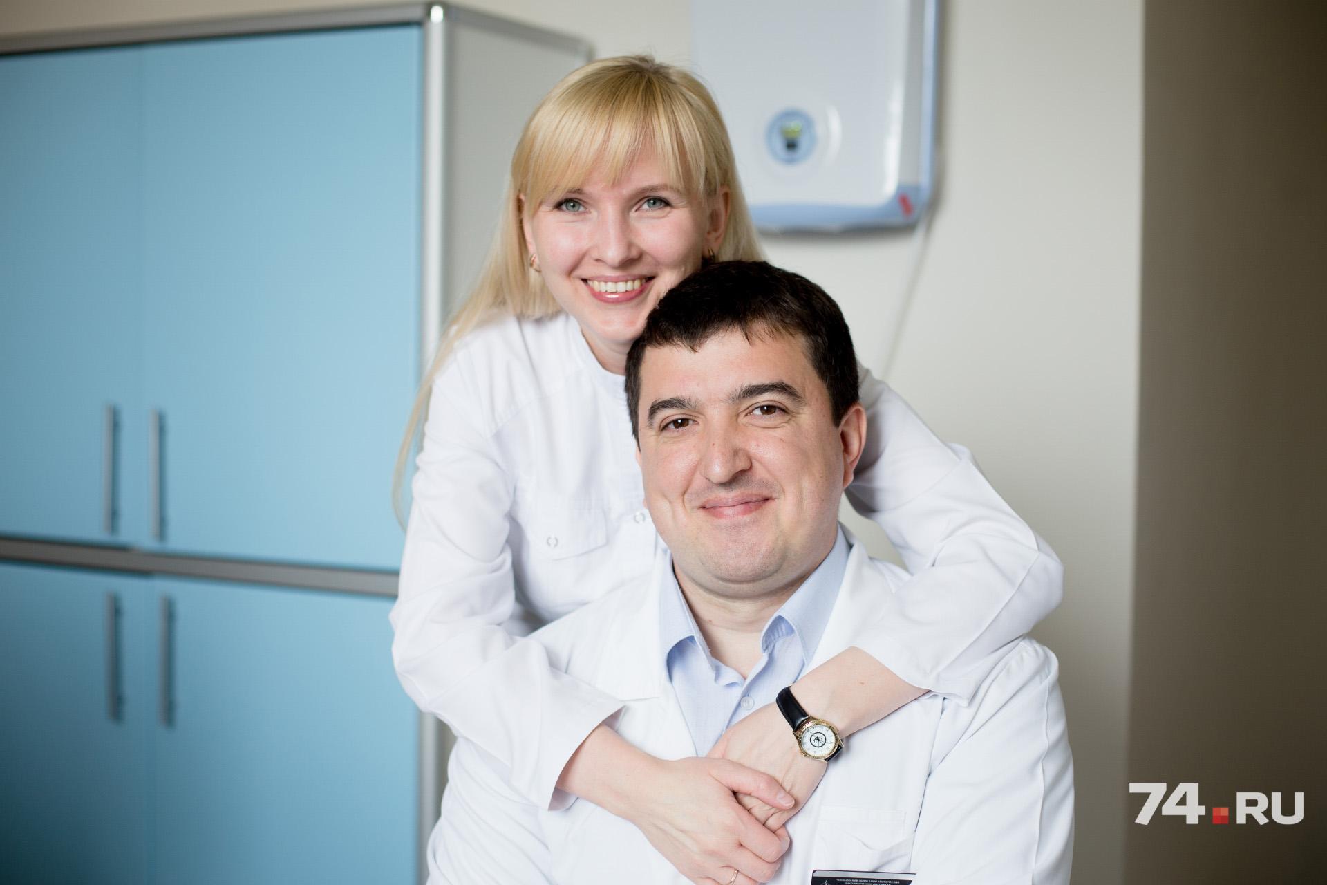 Мария спокойна, когда муж экстренно срывается на работу, ведь она тоже врач
