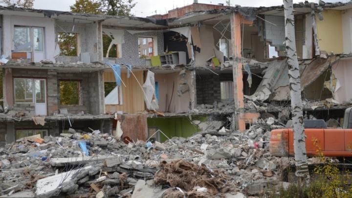 Разрушен дом и надежды: пермский прецедент – в Голованово снесли трехэтажную жилую новостройку