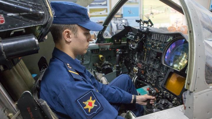 Пробежать кросс и подтянуться: в Челябинске начались вступительные экзамены для штурманов