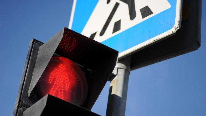 В районе Дома Обороны сегодня погаснут два светофора