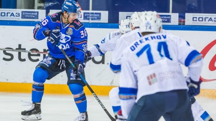 «Мы должны радовать болельщиков»: хоккеисты «Лады» одержали домашнюю победу над «Барысом»
