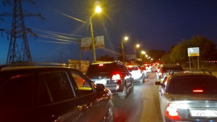 Улицы Белорусская и Шоссейная встали: автолюбители возвращаются в Самару