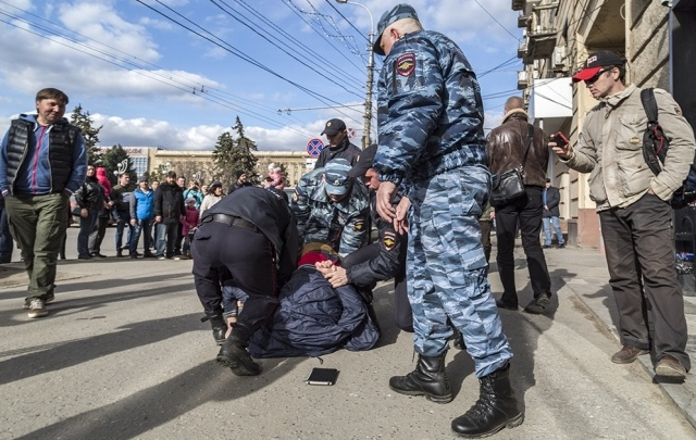 В Волгограде арестованы три участника митинга-шествия сторонников Навального