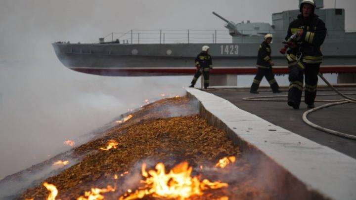 В центре Волгограда пожар возник на месте палаточного лагеря для Медведева