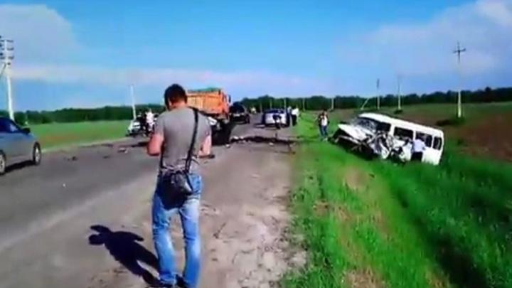 Двое погибших, пять пострадавших: под Тюменью столкнулись «газель» и иномарка