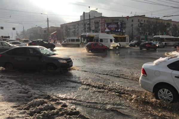 Местами улицы Волгограда напоминают сейчас венецианские