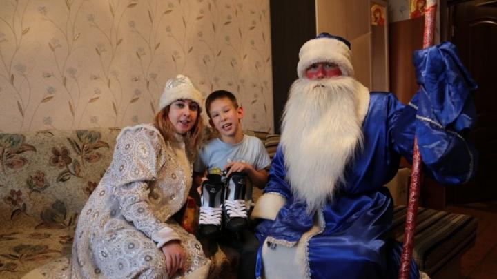 В Самаре Дед Мороз доставил детям подарки от работников КНПЗ