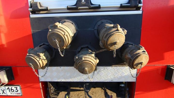 На Кирзаводе 12 пожарных тушили ПАЗ