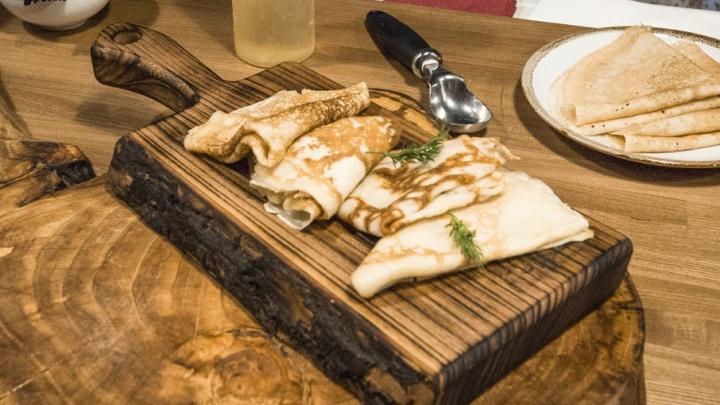 С рыбой, печенью и бананами: какие блины едят челябинцы на Масленицу