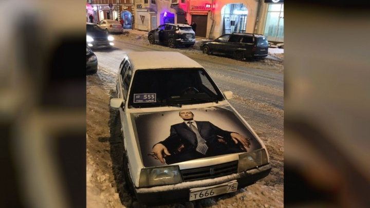 Ярославец нарисовал гигантский портрет Путина на капоте машины