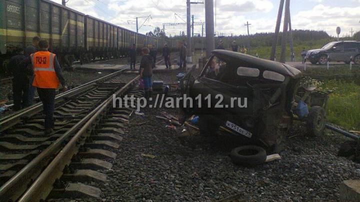 УАЗ попал под поезд на железнодорожных путях в Коношском районе
