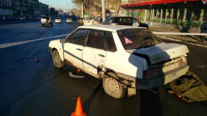 Челябинка попала на пешеходном переходе под машину, отлетевшую от другого автомобиля