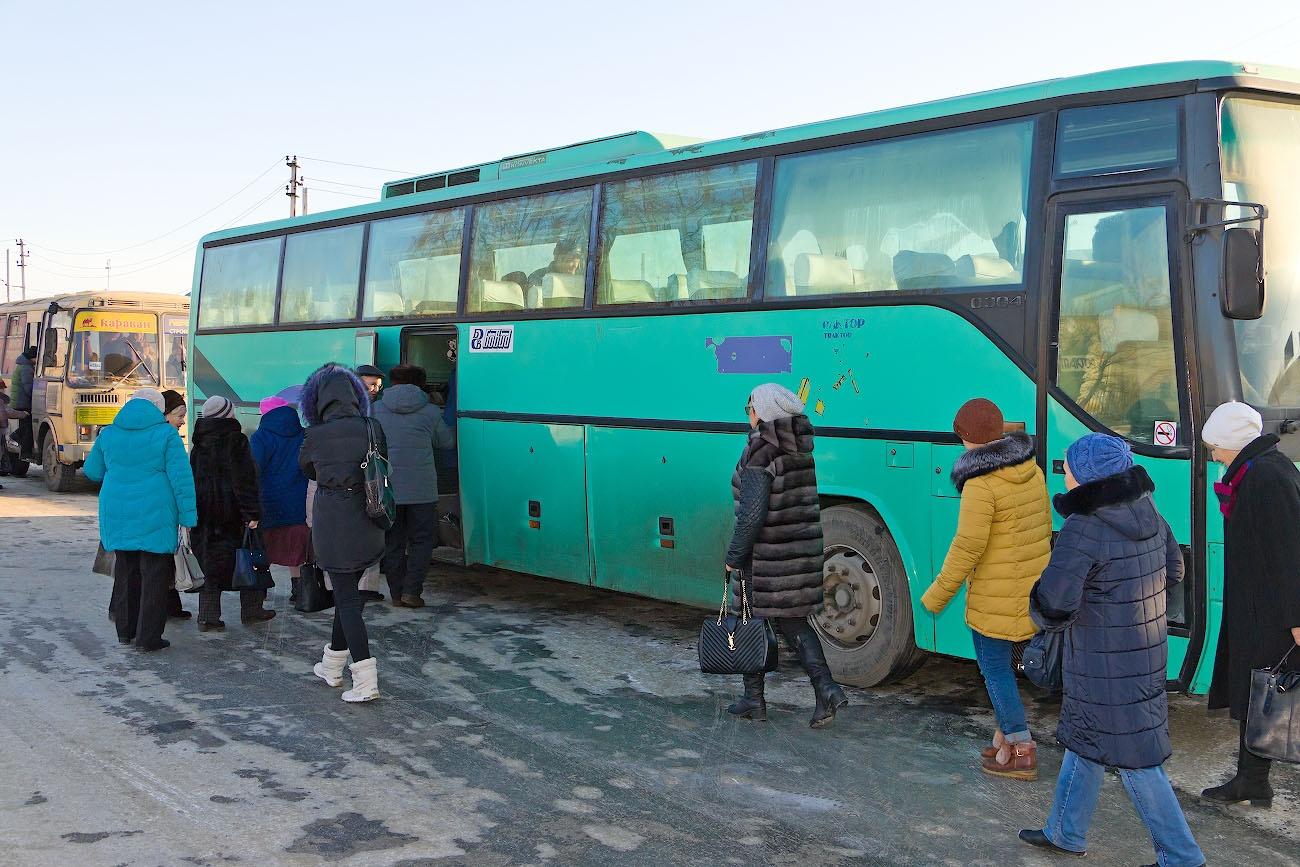 Для пожилых садоводов, которые не могли сами приехать, председатели СНТ заказали автобусы