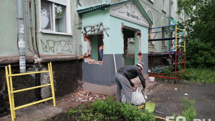 В Перми снесли незаконный пристрой у ДК Солдатова