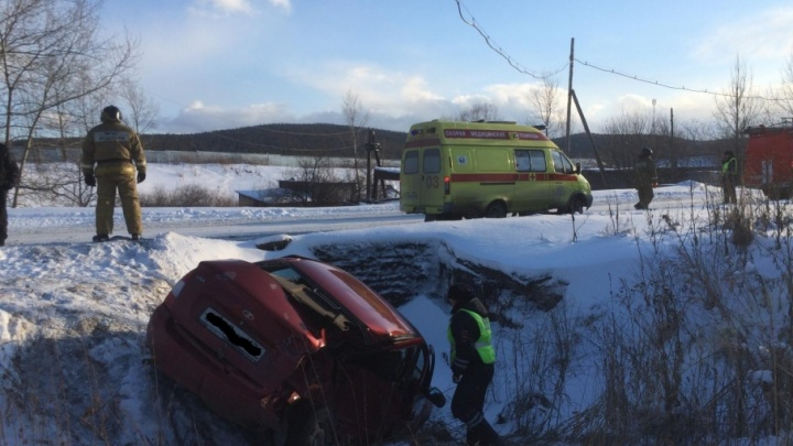 В Челябинской области ВАЗ лоб в лоб ударил «Газель»