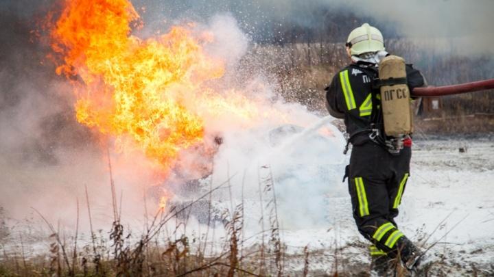 Сегодня двух детей спасли при пожаре в кирпичном доме в Верхней Тойме
