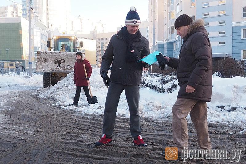 В центре - Виталий Черкашин, глава администрации Красносельского района