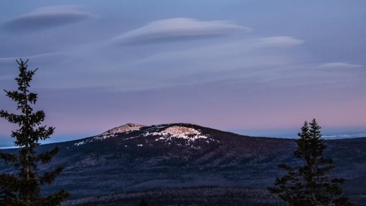 Словно НЛО: необычные облака над Таганаем попали на видео