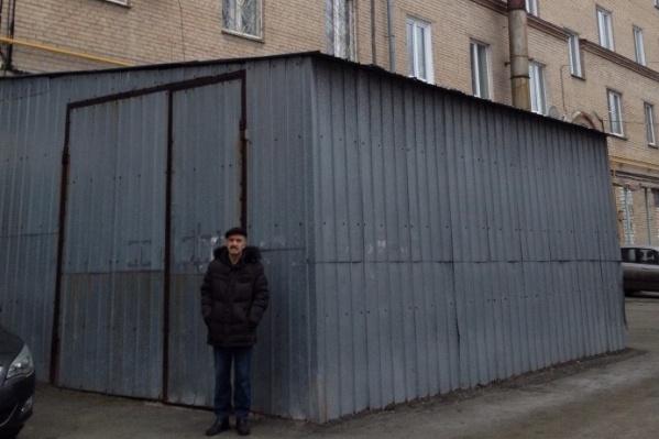 Жители пятиэтажки ходили по инстанциям три года, чтобы добиться сноса этого пристроя