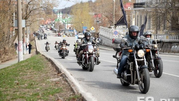 Байкеры стартуют из Балатово. Из-за ремонта моста мотоциклисты изменили маршрут первого заезда сезона