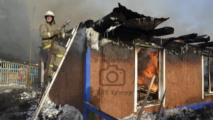 В Прикамье семья с 14 детьми осталась без жилья из-за пожара