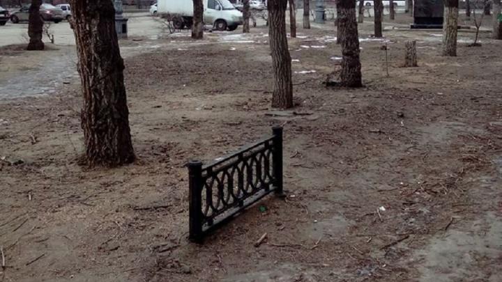 В центре Волгограда появился памятник историческим чугунным оградкам