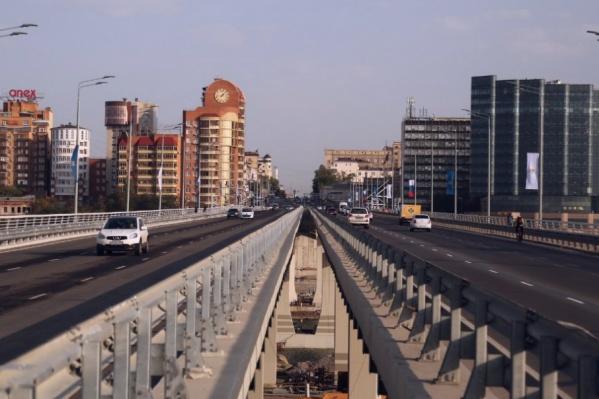 На выходных мост откроют