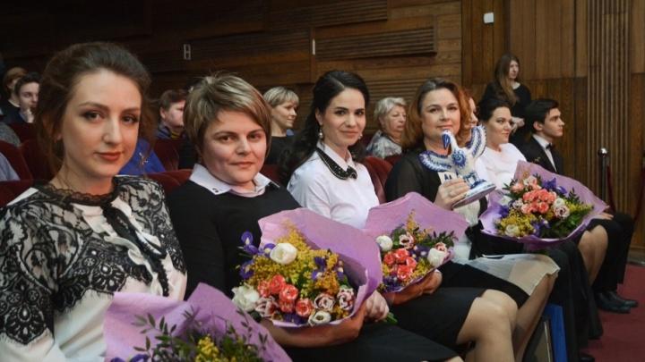 «Спасибо моим учителям»: в Ростове наградили лучших педагогов города
