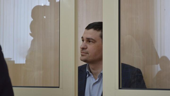 Залог — 200 тысяч рублей. Экс-депутата, подозреваемого в избиении DJ Smash, выпустили из-под стражи