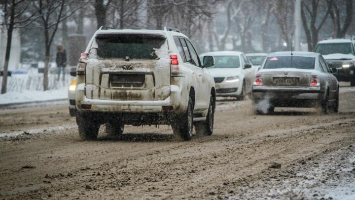 Кафе и заправки на трассе «Дон» превратили в пункты обогрева: спасатели рассказали о ситуации на дороге