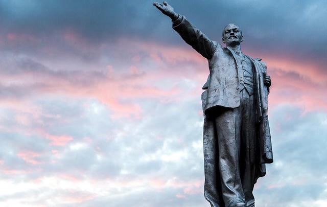 Молодежь из Палласовки пошла под суд за надругательство над Лениным