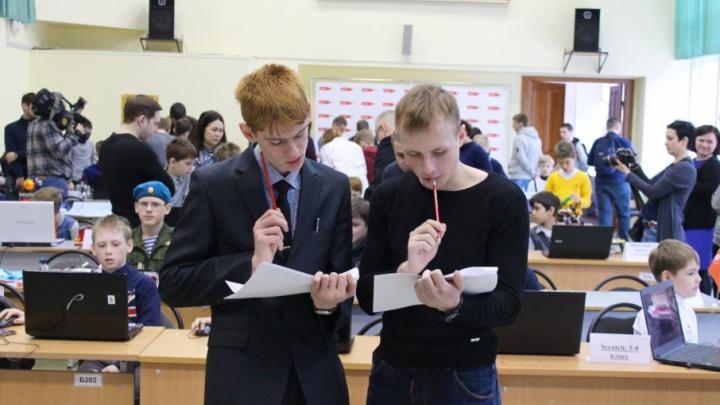 Ярославские школьники придумали робота, который собирает носки