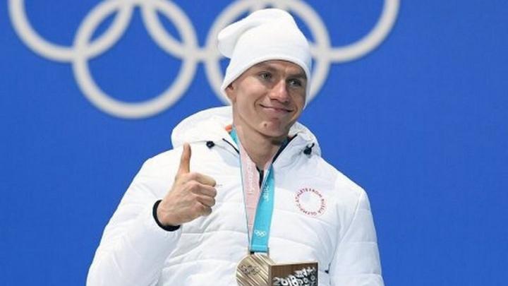 Тюменскому призеру Олимпиады в Пхёнчхане Александру Большунову присвоили звание заслуженного мастера спорта