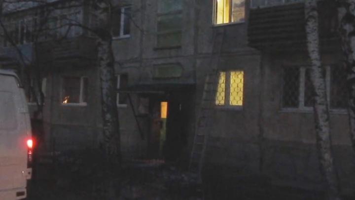 В Тобольске ребенок выпал из окна многоэтажки, пока родители были в магазине