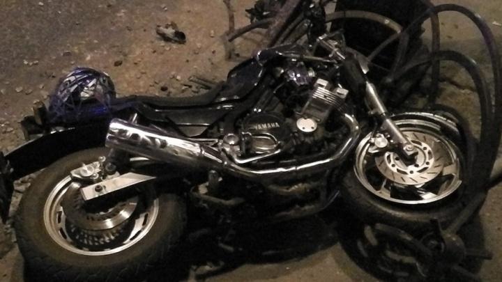 Родственники мотоциклиста, разбившегося у Драмтеатра, ищут видеозапись момента ДТП