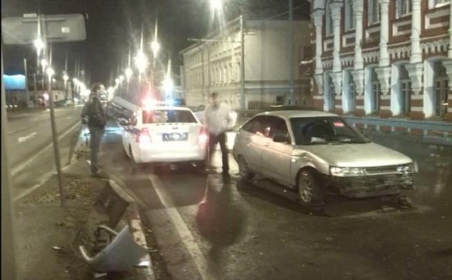 Как «Газель» залетела на отбойник: подробности ДТП на Московском проспекте