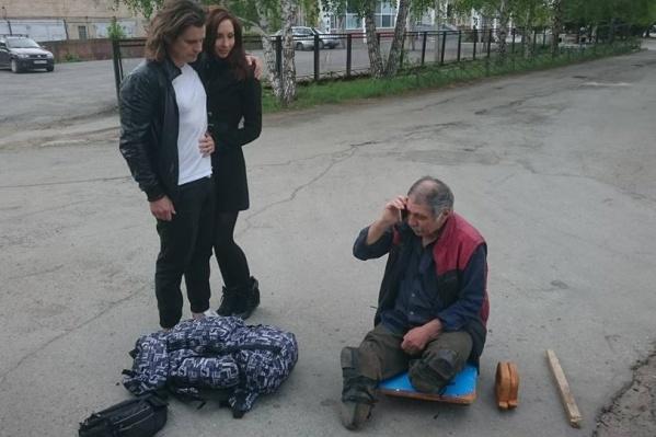 Семейная пара помогла пропавшему мужчине восстановить связь с родными