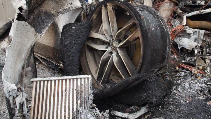 В Волгограде средь бела дня сгорел Nissan