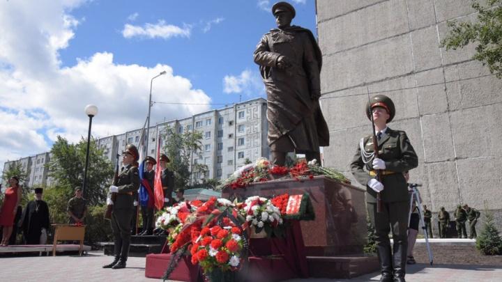На площадке у памятника генералу Федюнинскому появятся новые скамейки
